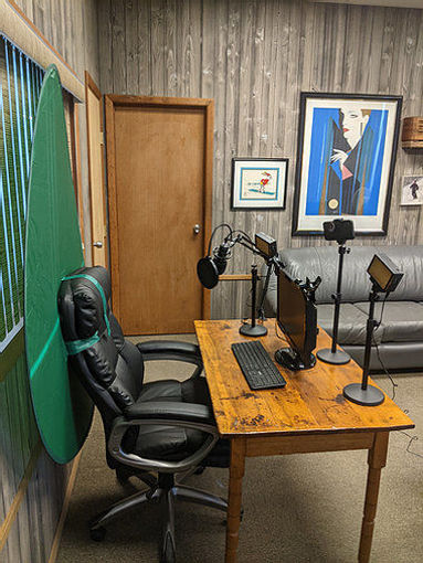 Picture of Bescor Dual LED70's w/ 3 Table Top Light Stands, SmartPhone Mount, SM2 Ball Mounts, KLP Clamps, AC Adapters, TurtleShell GreenScreen & USB Microphone Streaming Kit